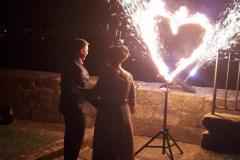 Hochzeitsfeuershow mit brennendem Herzen